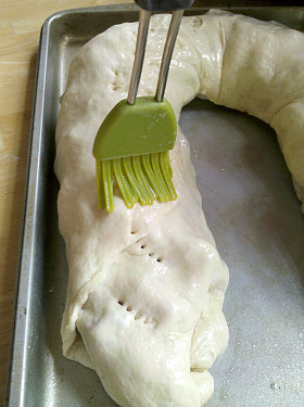 Brush stromboli with egg whites